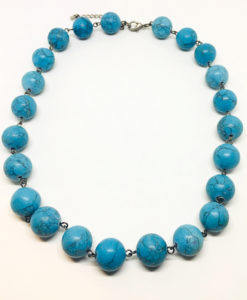Chunky turquoise necklace with lobster clasp and 5cm extension chain.