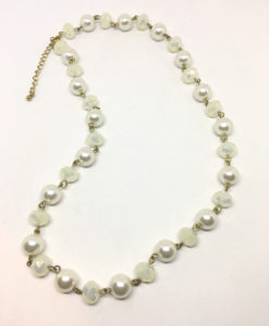 Cream pearl and glass necklace